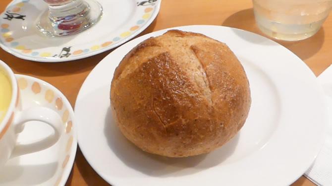 ジブリ美術館 カフェ麦わらぼうし 全粒粉のパン