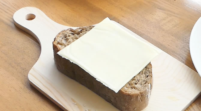 ジブリ飯 ゲド戦記 オニオン&チーズのオープンサンド